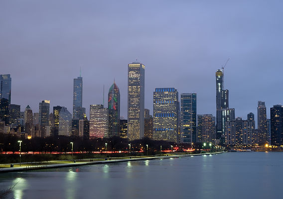evening-scenery-of-chicago-downtown-skyl