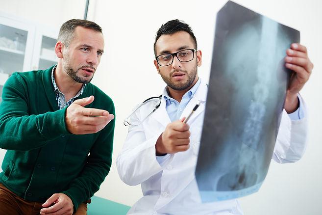 discussing-x-ray-XUGKQCF.jpg