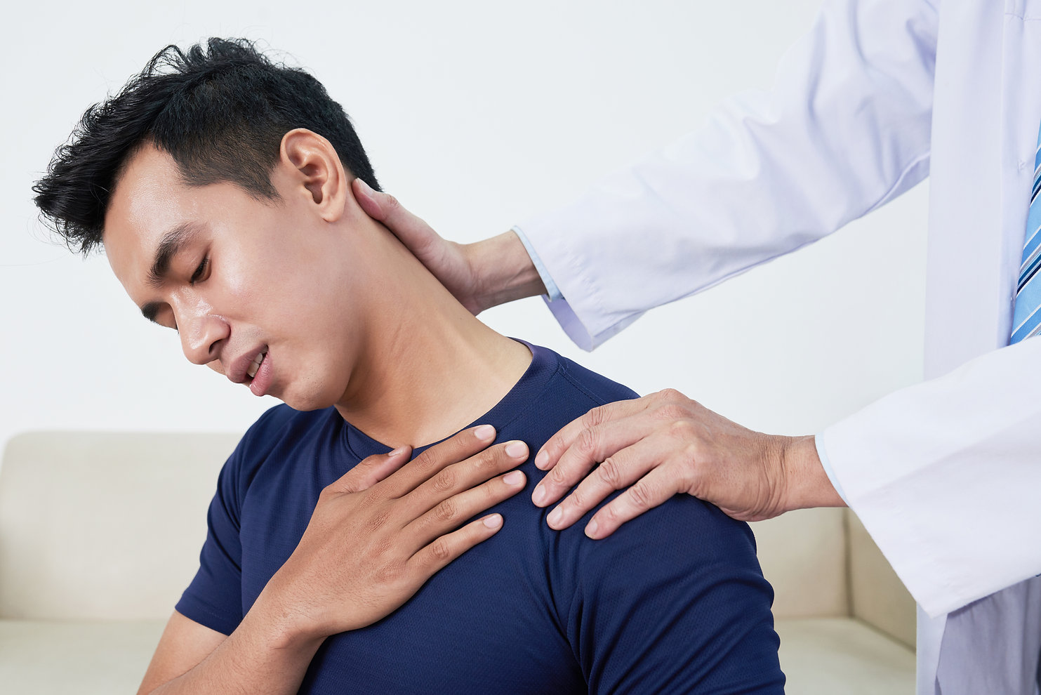 patient-sufering-from-neck-pain-WKPG78H.