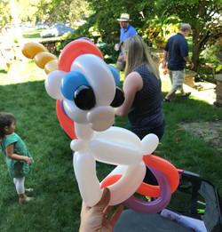 unicorn balloon twisting