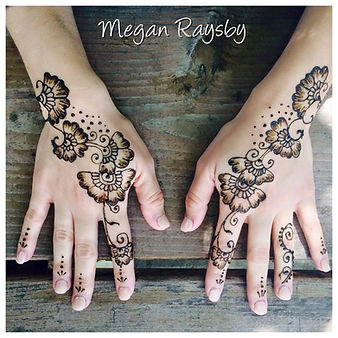 henna design on hands