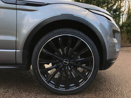 Grey Range Rover Evoque on HAWKE Chayton wheels in Black Lip Polish colour finish