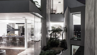 ENCINOS HOUSE
