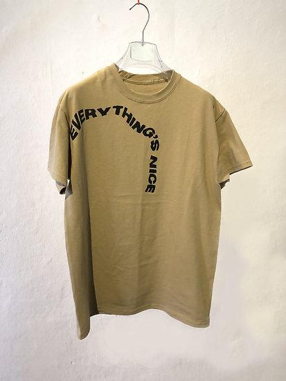 "T-shirt ""EVERYTHING'S NICE"""