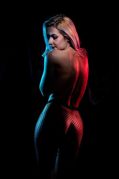 PixRez - Reza Hadian Photography using fishnet for art nude erotic photoshoot colour gel lighting leavixx sensual edgy