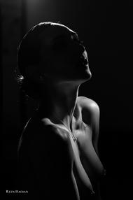 PixRez - Reza Hadian, London fashion & beauty photographer. A Low-Key lighting artistic nude photo from Reza's Art nude collection
