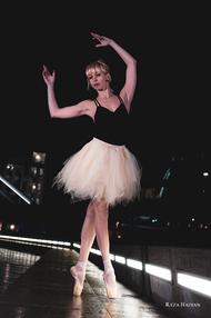 Reza Hadian photography PixRez street ballet in London bridge and tower bridge in London with Siggy dance tutu
