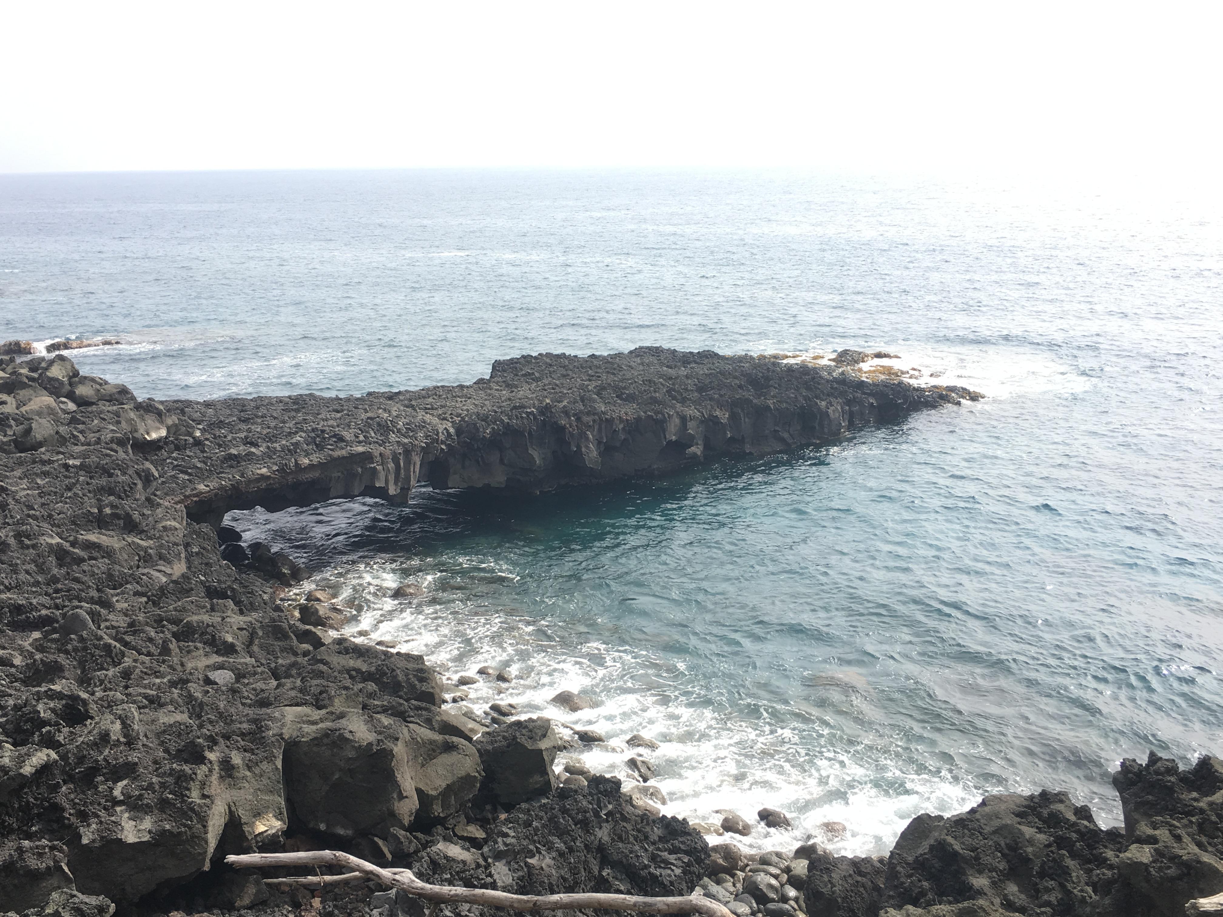 Sea arch at Kuamo'o