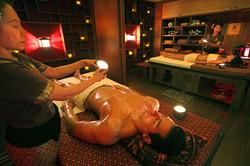 Aroma-candle Massage