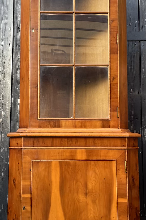Traditional Reproduction Yew Wood Veneer Display Corner Cabinet With Cupboard