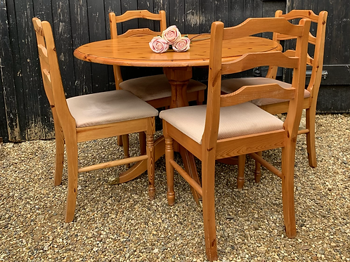 Traditional Circular Pine Kitchen Table & 4 Matching Dining Chairs