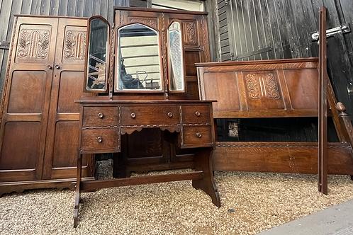Charming Vintage Oak Bedroom Suite Inc Wardrobes, Dressing Table & Bedframe