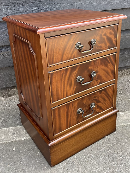 Small Three Drawer Georgian Style Reproduction Bedside Cabinet / Chest
