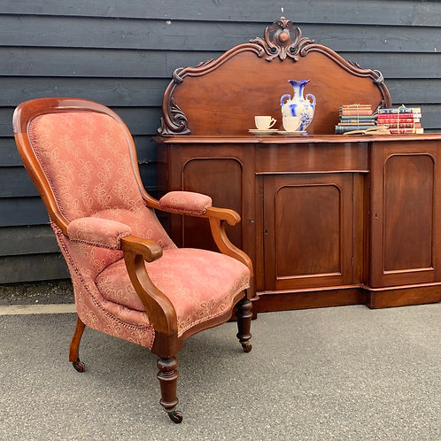 Elegant Victorian Mahogany Spoon Back Open Armchair