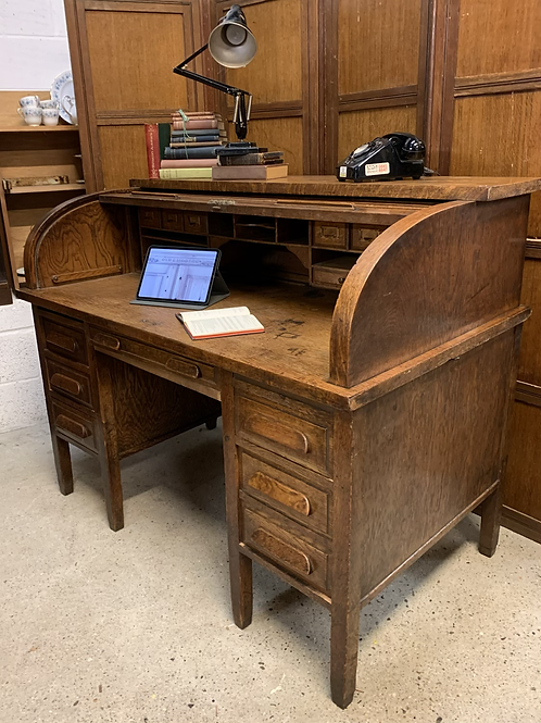 Fantastic Early 20th Century Large Oak Tambour Roll Top Desk