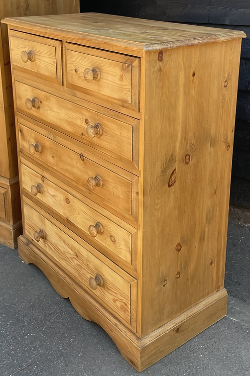 Traditional Good Size Waxed Pine Chest Of Drawers