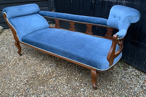 Elegant 19th Century Mahogany Frame Chaise Longue Day Bed In Blue Upholstery