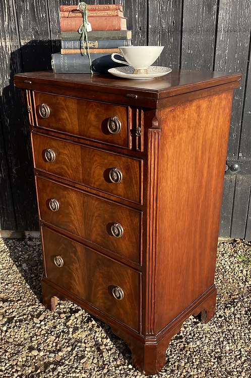 Small Georgian Style Reproduction Bachelors Chest