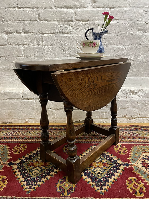 Small Traditional Oak Drop Leaf / Twist Top Occasional Table / Coffee Table