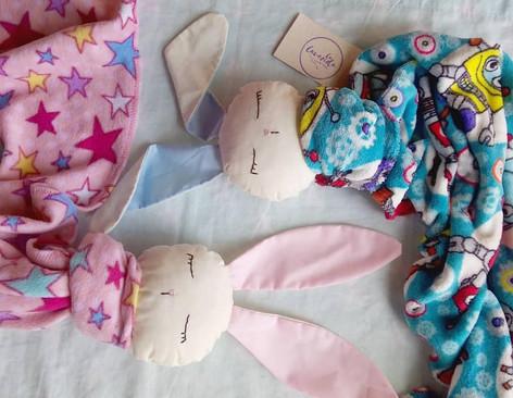 Muñecos de apego y su papel en el desarrollo infantil.