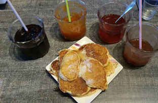 Au petit déjeuner du Chalet d'Ambre des 'drop scones' écossais
