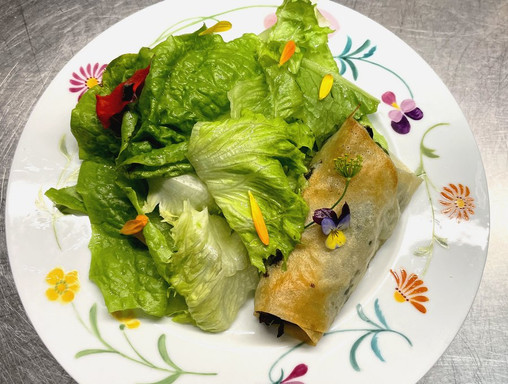 Croustillant aux herbes & salade du jardin
