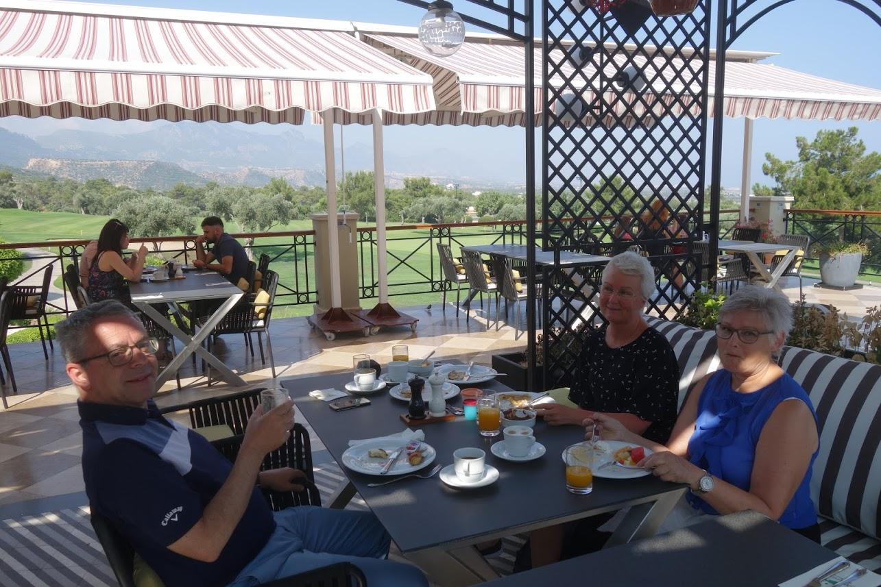 Frukost_på_terrassen