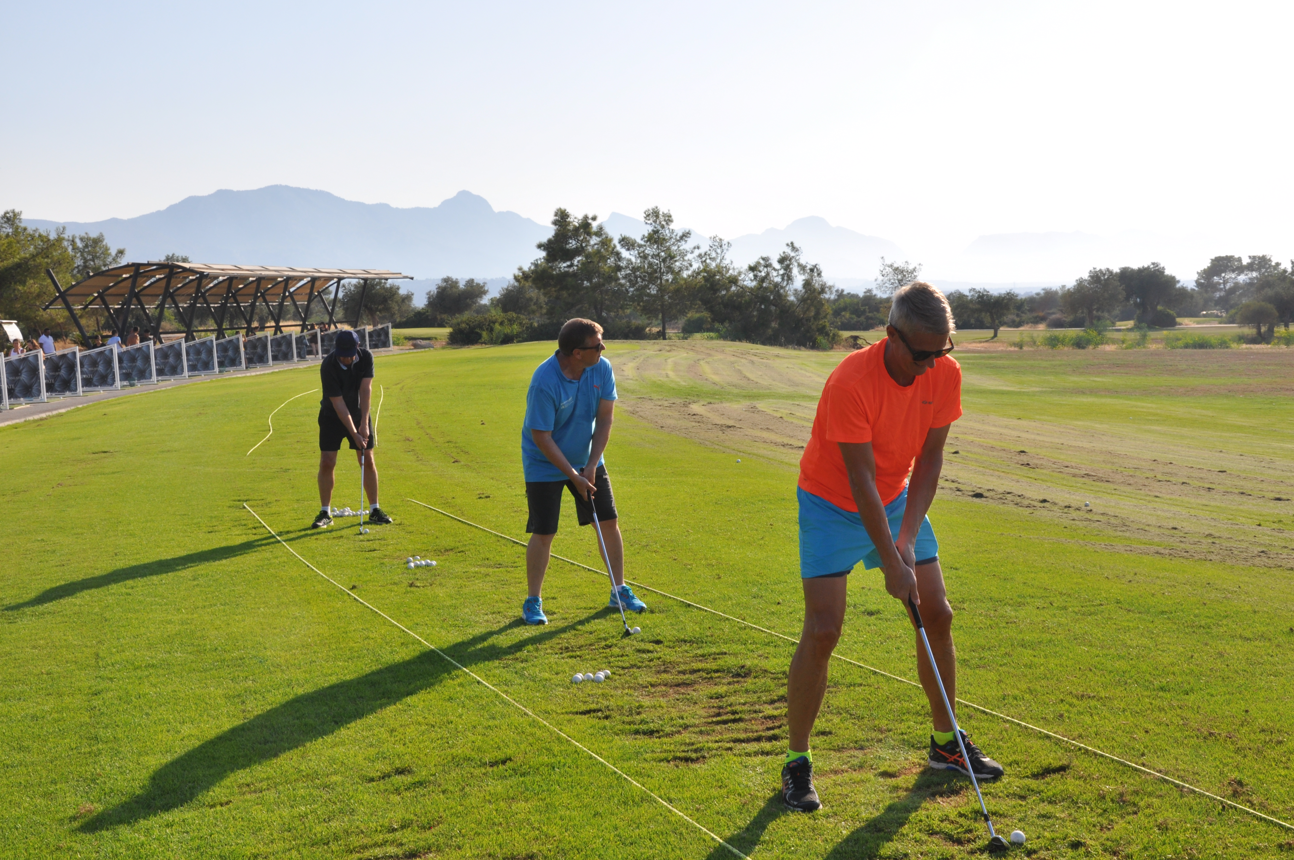 Herrarna_tränar_golf