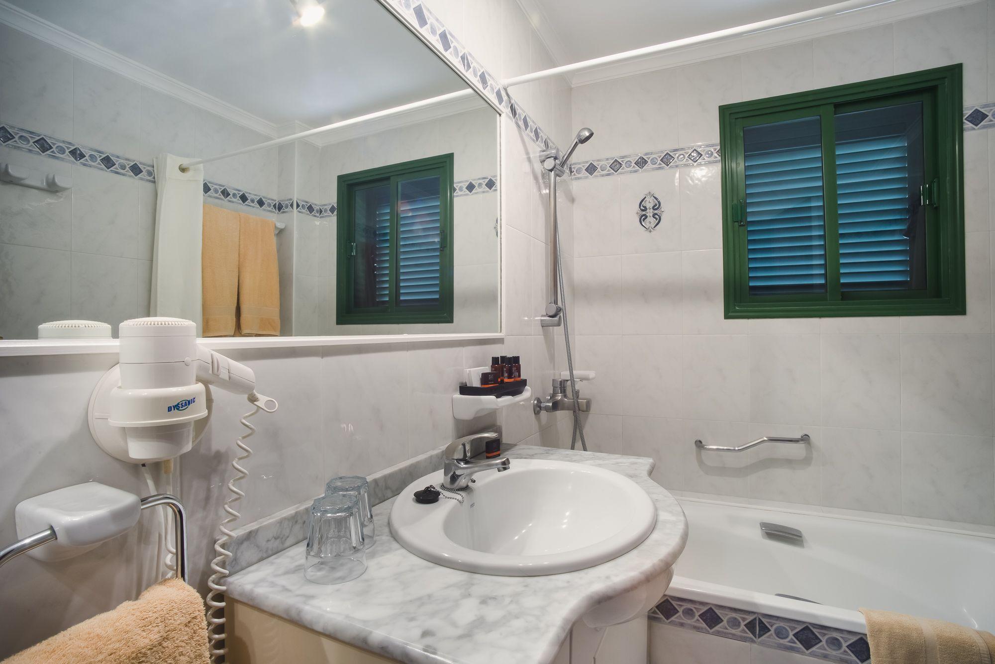 Hotel Bandama badrum