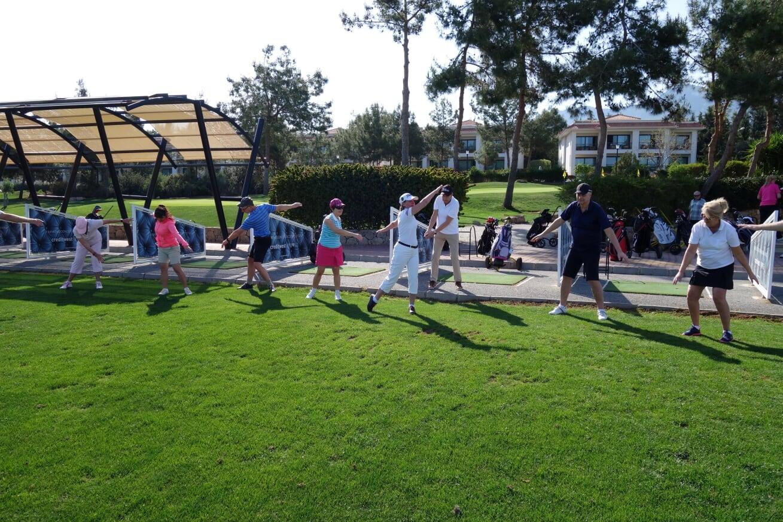 Golfskola_uppvärmning