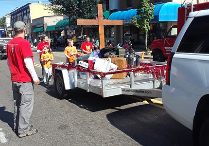 ParadeFloat2018%26Volunteers_edited.jpg