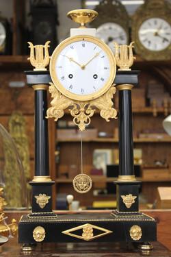 Horloge portique marbre noir Empire 1_edited
