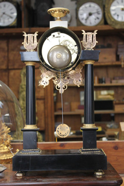 Horloge portique marbre noir Empire 4_edited
