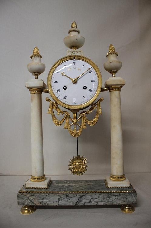 Pendule portique GASTON JOLLY en marbre et bronze doré