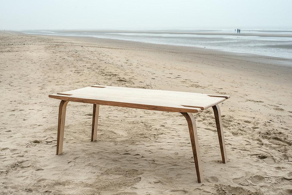 MAAKBURO b.nt tafel strand zee design