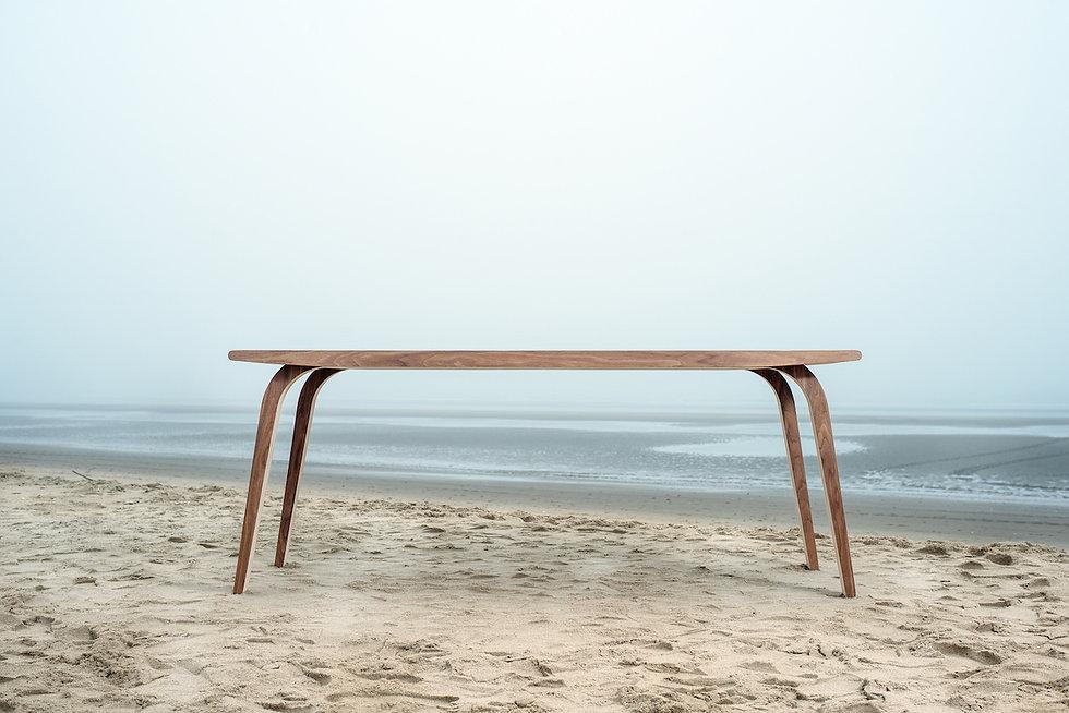 MAAKBURO b.nt tafel frontaal strand zee design