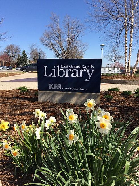 Library spring sign 2015.jpg