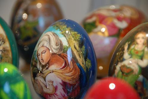 œuf peint - vierge à l'enfant