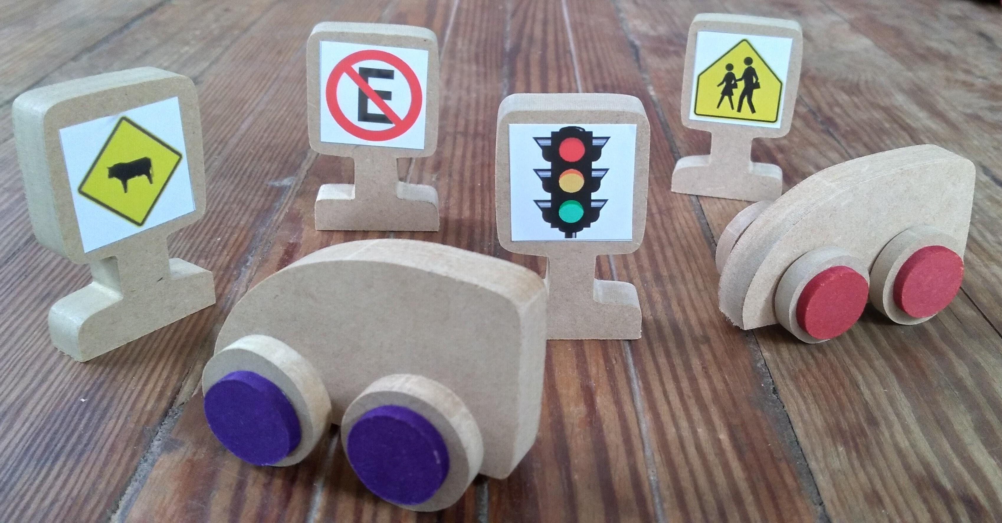 Autitos y señales de tránsito