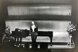 長谷川敏テノールリサイタル 歌曲集「詩人の恋」他  1976年6月 東京文化会館小ホール Pf.H.ドイチュ  03
