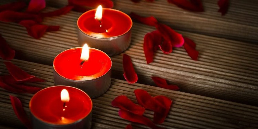 red-candles-fire-flame-magic-spell-ritua
