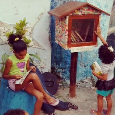 crianças_com_livros_2__11_15.jpg