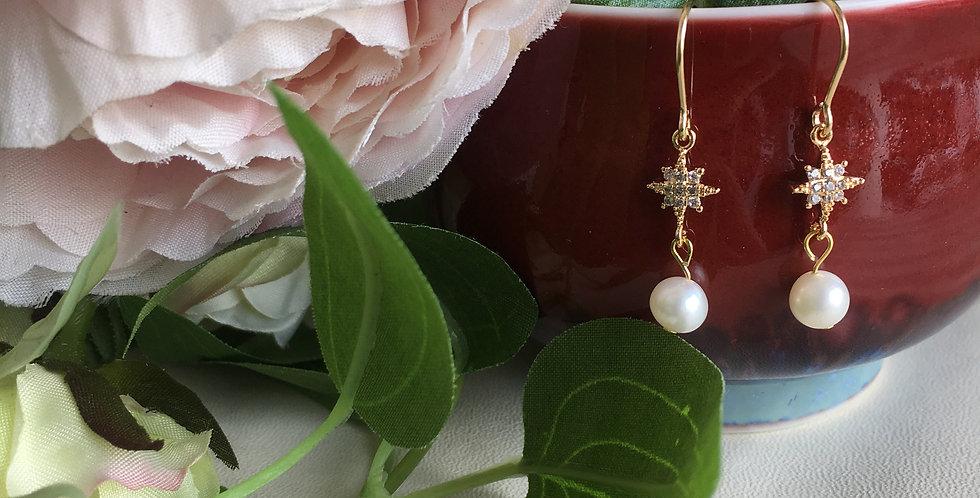14k Gold Star Eyelet Freshwater Pearl Earrings