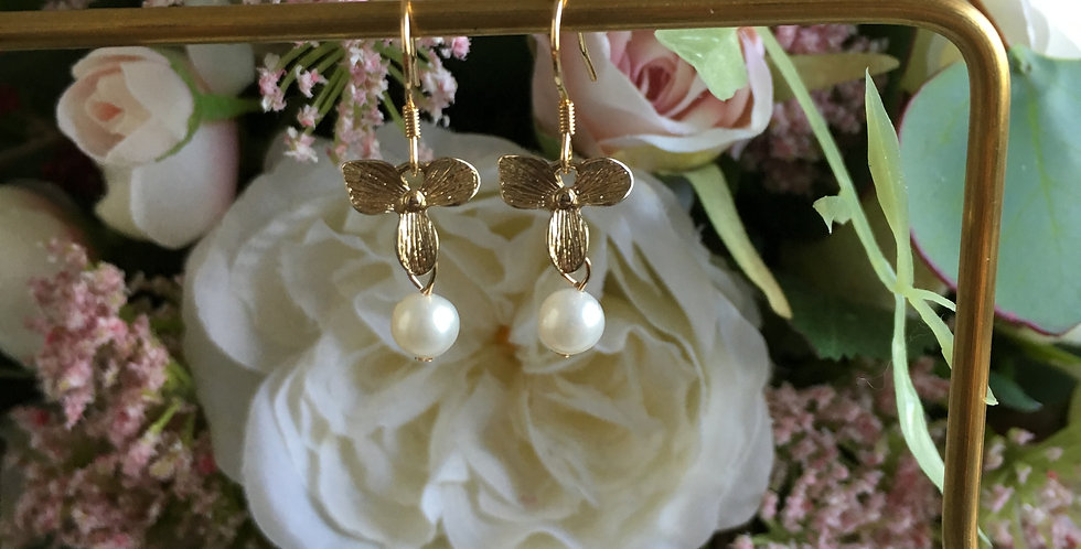 14k Gold Clover Freshwater Pearl Earrings