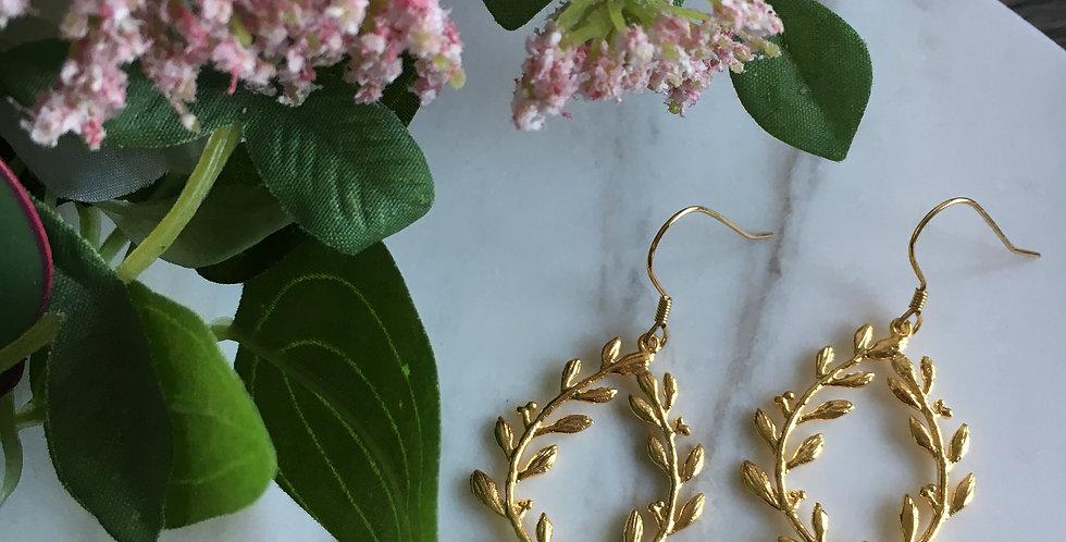 14k Gold Leaf Teardrop Lilac Freshwater Pearl Earrings