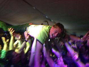 DJ Harry Kohrt lässt sich feiern auf dem Windsurf Worldcup auf Sylt mit N-Joy