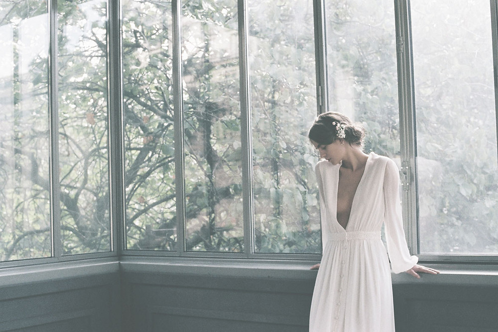 Donatelle Godart elegant and simple wedding dress Carte Blanche Australia