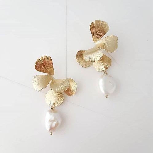 Maison Sabben UNIVERS PEARL earrings