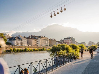 Business blockchains at the MBA course in Grenoble