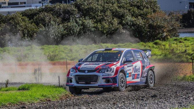 Holder shows form at APRC event